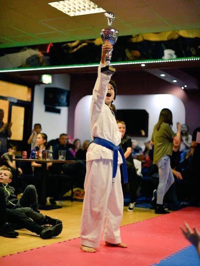ابن دارس في بريطانيا يحقق بطولة التايكوندو