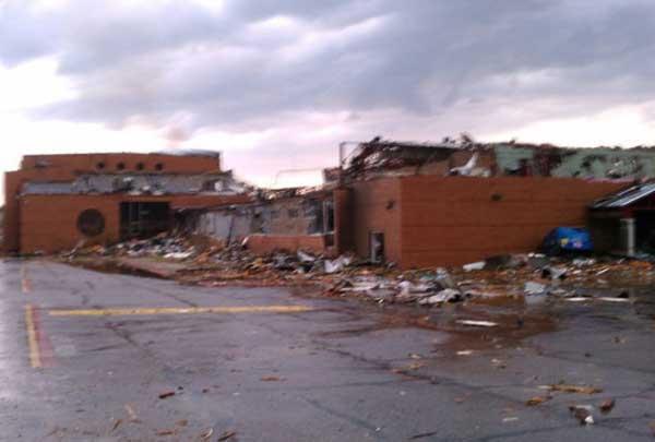 اضغط على الصورة لعرض أكبر  الاســـم:joplin-high-school-destruction.jpg المشاهدات:267 الحجـــم:22.5 كيلوبايت الرقم:12679