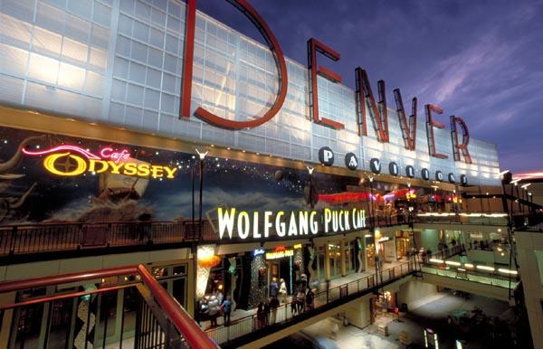 اضغط على الصورة لعرض أكبر  الاســـم:Denver_Pavillions_on_the_16th_Street_Mall.jpg المشاهدات:8 الحجـــم:63.9 كيلوبايت الرقم:17721