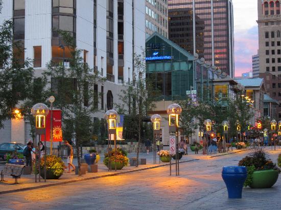 اضغط على الصورة لعرض أكبر  الاســـم:the-pretty-street-lights.jpg المشاهدات:11 الحجـــم:53.6 كيلوبايت الرقم:17725