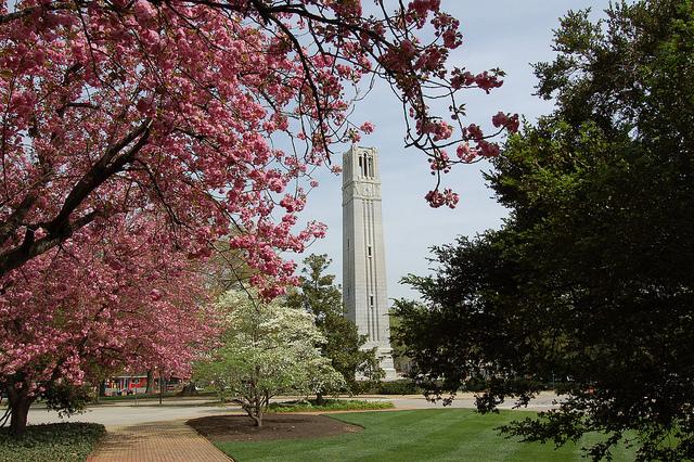 اضغط على الصورة لعرض أكبر  الاســـم:bell-tower.jpg المشاهدات:262 الحجـــم:312.4 كيلوبايت الرقم:28484